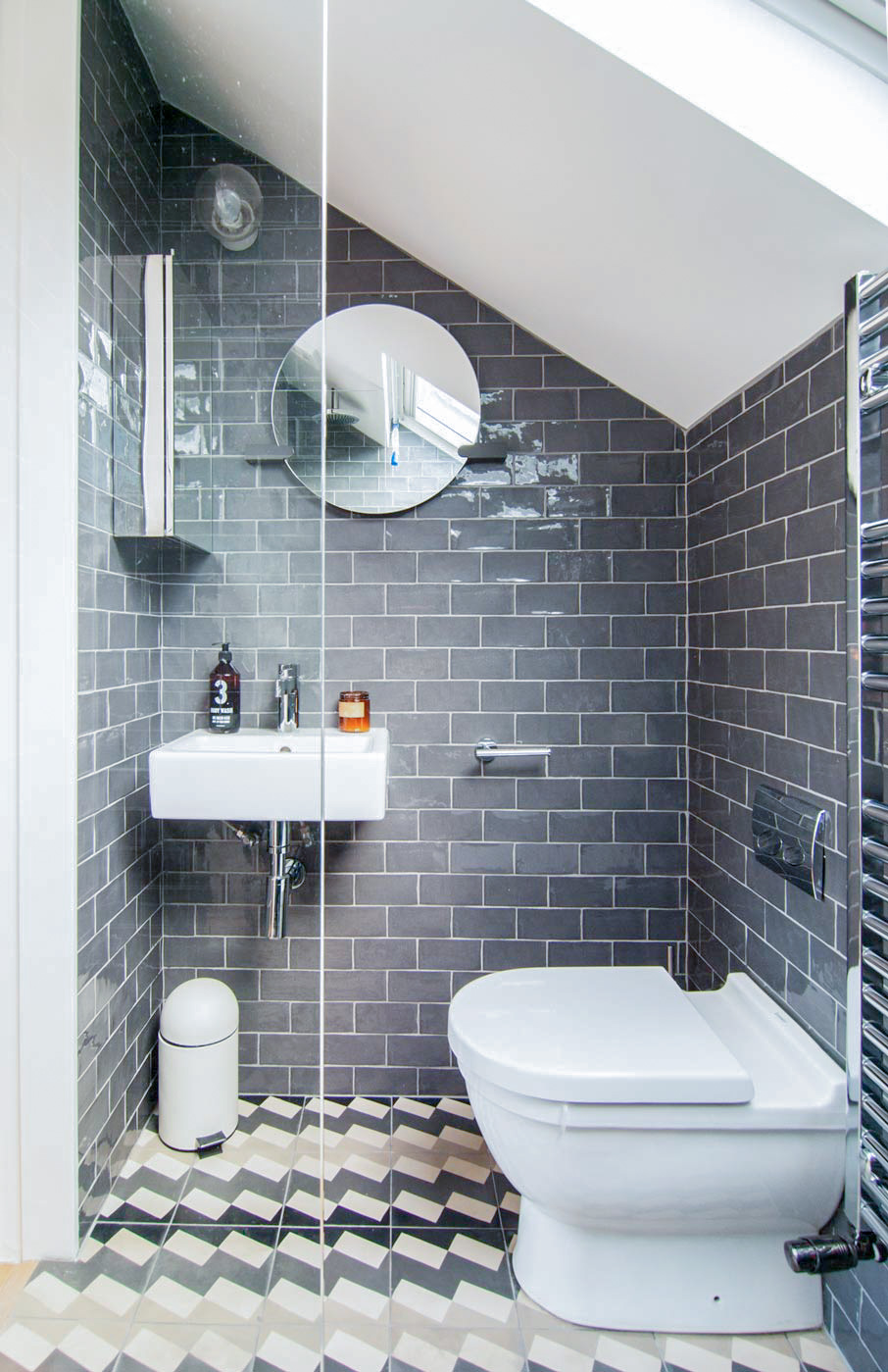 Beautiful grey tiles in the en-suite bathroom.